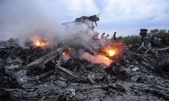 Wer Flug MH17 abgeschossen hat, ist immer noch unklar. Amnesty International berichtet jedenfalls von Kriegsverbrechen auf beiden Seiten des Ukraine-Konflikts.