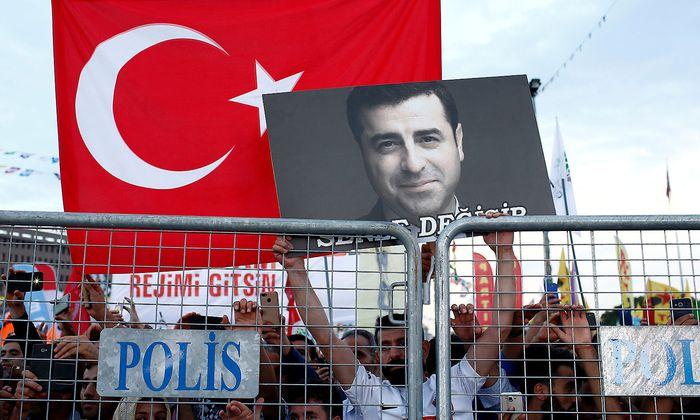 Seit drei Jahren sitzt Selahattin Demirtaş in Haft.