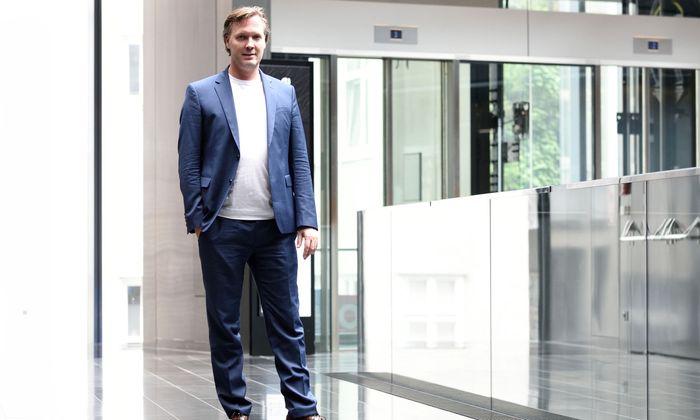 Markus Wagner wurde mit 28 Jahren durch den Verkauf seiner Firma zum Millionär. Heute verkuppelt er Firmen aus Europa mit internationalen Tech-Größen.