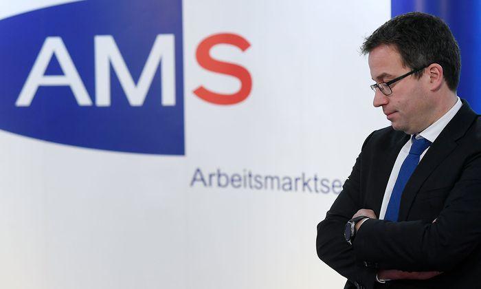 AMS-Vorstand Johannes Kopf am Freitag bei einer Pressekonferenz