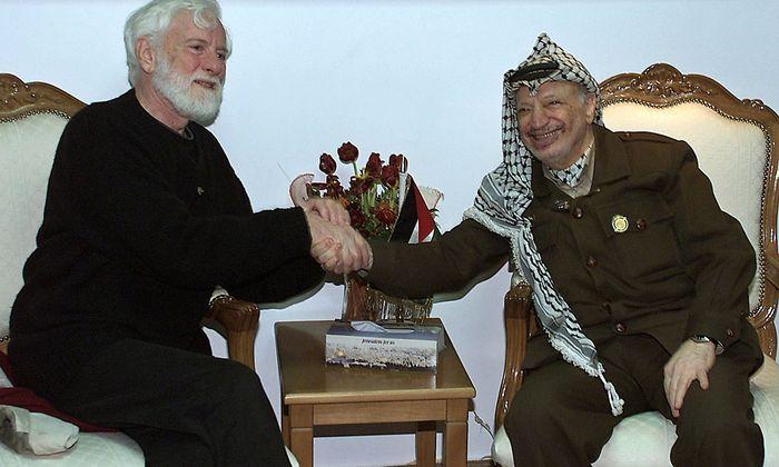 Archivbild aus dem Jahr 2002: Avnery mit Jassir Arafat (re.)