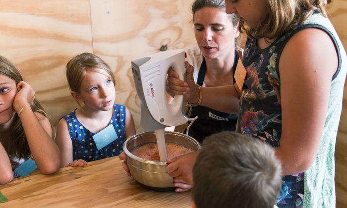 Bei Giorgi und Lisa Leone kannst du lernen, selbst Eis zu machen.