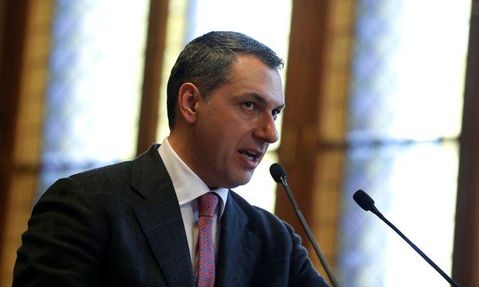 Ungarns Kanzleramtsminister, János Lázár, bemüht sich um Schadensbegrenzung.