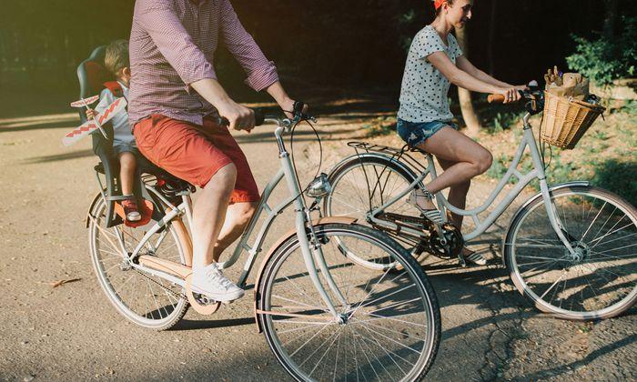 Nur am Sonntag Rad fahren wird nicht reichen, kann aber nicht schaden. Weniger Autofahren, Fliegen und Fleisch essen ist generell gut fürs Klima.