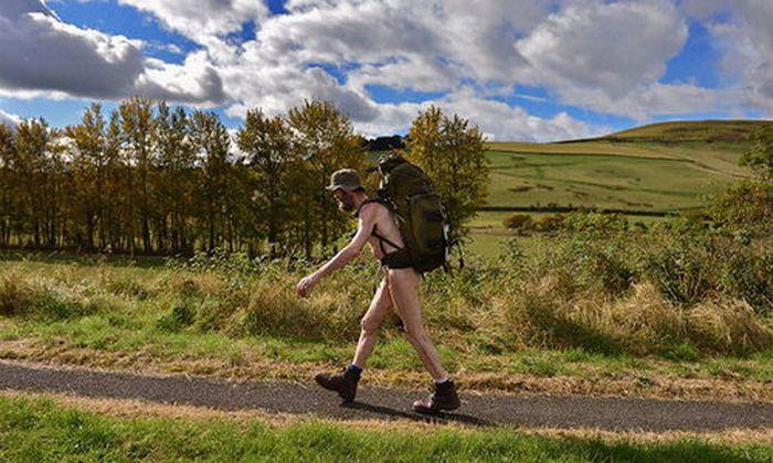 Stephen Peter Gough beschloss 2003 nackt quer durch Großbritannien zu wandern. Seitdem saß er insgesamt sieben Jahre hinter Gitter.