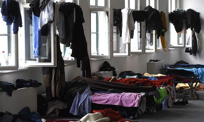 Ein Flüchtlings-Notquartier der Caritas auf einem Archivbild 2015