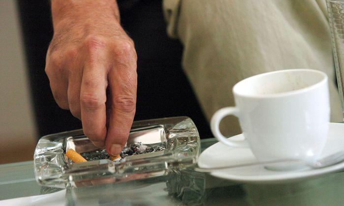 Symbolbild: Rauchen in Lokalen