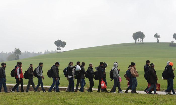 Archivbild aus dem Jahr 2015: Asylwerber an der Grenze zwischen Deutschland und Österreich