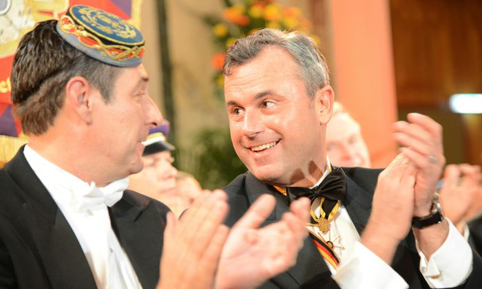 Parteichef Heinz-Christian (r.) Strache ist bei einer pennalen Burschenschaft – Norbert Hofer Ehrenmitglied einer schlagenden Burschenschaft.