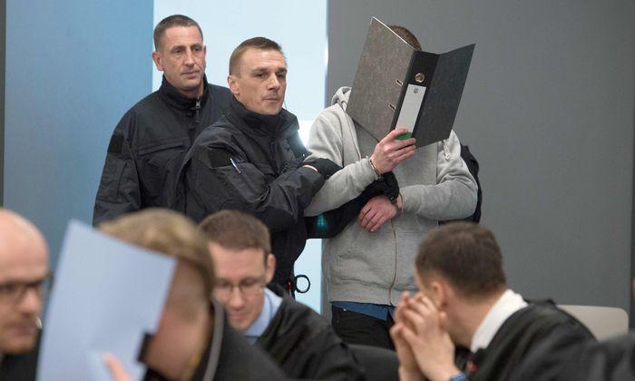 """In Dresden hat der Prozess gegen Mitglieder der """"Gruppe Freital"""" begonnen."""