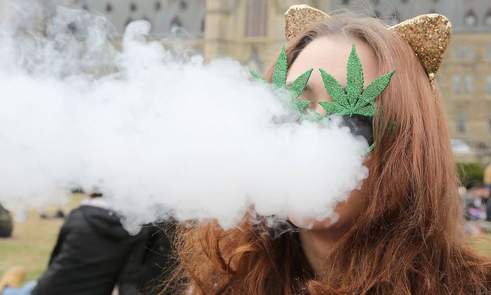FILES-CANADA-DRUGS-INDUSTRY-ECONOMY-LIFESTYLE