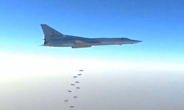 Russische Jets werfen über Syrien Bomben ab.