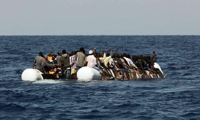 Symbolbild: Flüchtlinge im Mittelmeer