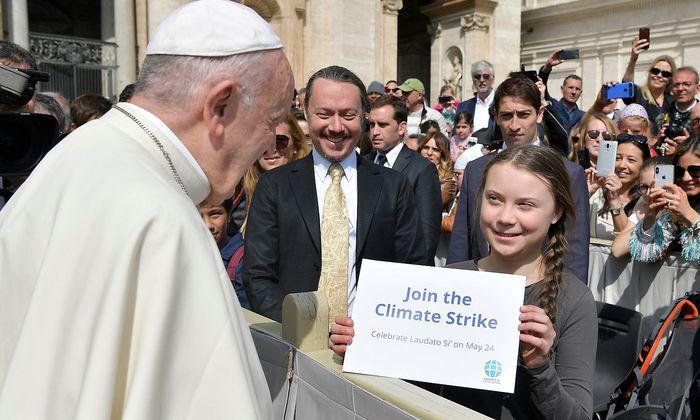 Papst Franziskus traf auf dem Petersplatz in Rom auf die junge Klima-Aktivistin Greta Thunberg.