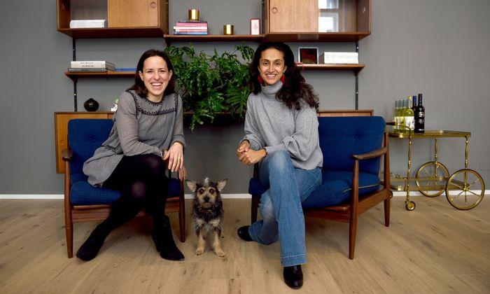 Silvia Gattin (l.), und Maryam Yeganehfar teilen sich in der Hollandstraße einen gemütlichen Concept Space.