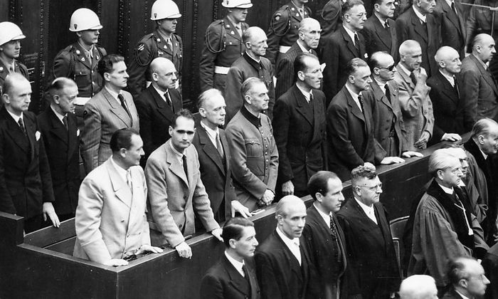 Die Anklagebank im Nürnberger Prozess gegen die NS-Hauptkriegsverbrecher, links Hermann Göring