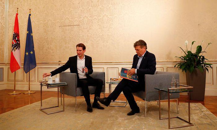 ÖVP-Obmann Sebastian Kurz (l.) und Grünen-Chef Werner Kogler (hier bei ihrem Treffen am 9. Oktober) setzen ihre Sondierungsgespräche am heutigen Dienstag fort.