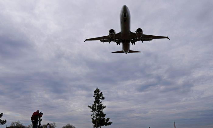 Wann Boeings 737 Max wieder starten darf, ist unklar. Grundsätzlich wird Fliegen aber laufend sicherer (siehe Grafik).