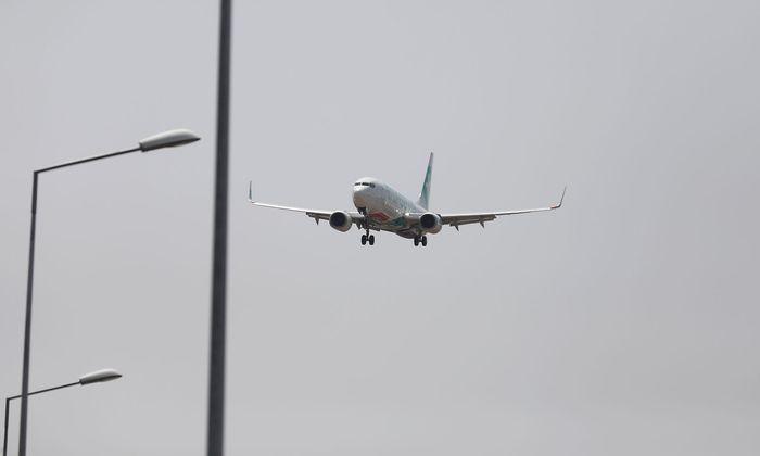 FILE PHOTO: A Transavia Boeing 737 plane prepares to land at Lisbon's airport