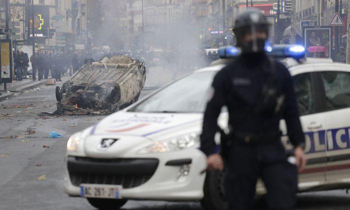 Szenen der Verwüstung. Frankreich ist schockiert von der gewalttätigen Wucht der Massenproteste gegen sinkende Kaufkraft und hohe Treibstoffpreise.