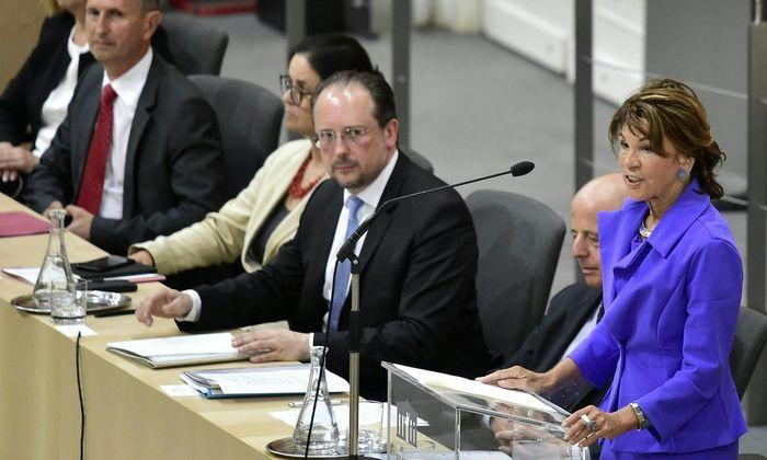 Bundeskanzlerin Bierlein, Vizekanzler Jabloner, Außenminister Schallenberg, Sozialministerin Zarfl, Verteidigungsminister Starlinger