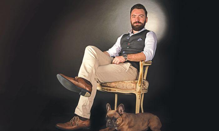 Bürokonzepte entwirft Petre Ognjanovski ebenso wie Maßmöbel. Sein Hund ist meist dabei – und seine Kamera.