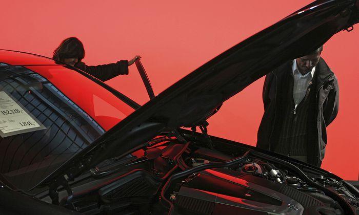Wenn schon, denn schon: 38 Prozent sparen für große Ausgaben im kommenden Jahr – etwa für ein Auto.
