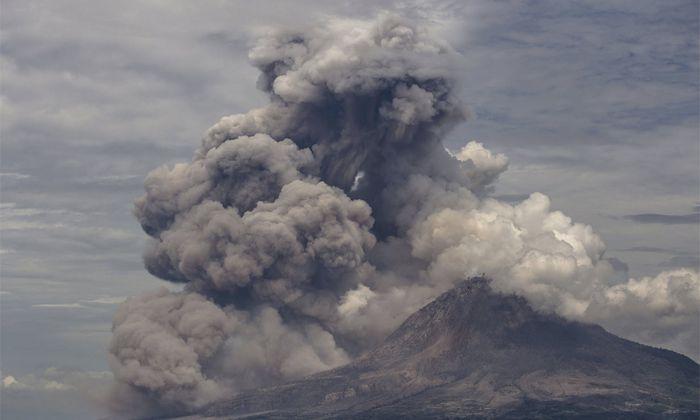 200 Jahre nach dem Tambora kommt es beim indonesischen Vulkan Sinabung zu Eruptionen.