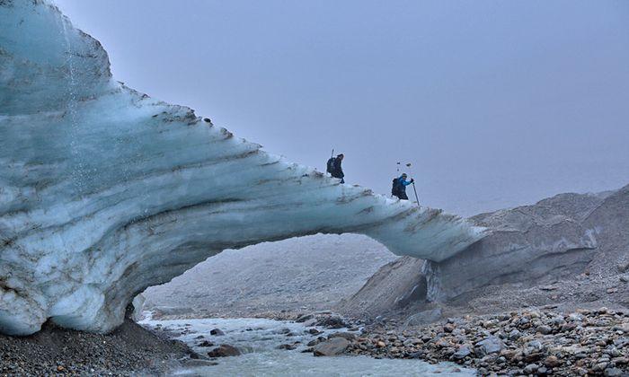 Eisbrücke an der Zunge des Hochjochferners