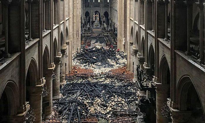 Spuren der Zerstörung in Notre-Dame. Vor dem Wiederaufbau müssen die Restauratoren zunächst das Bestehende absichern.