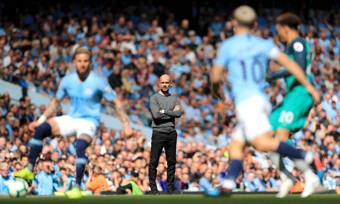 Pep Guardiola (o.) und Manchester City oder Mo Salah (u.) und Liverpool? Heute fällt die Entscheidung im englischen Titelkampf.