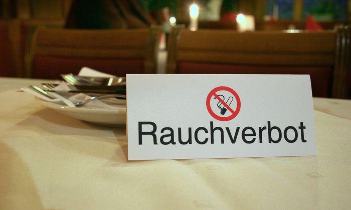 Spanische Experten appellieren an Österreichs Parlamentarier, sich für ein Gastro-Rauchverbot einzusetzen.