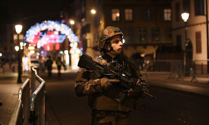 Tote Nach Schussen Nahe Weihnachtsmarkt In Strassburg Tater