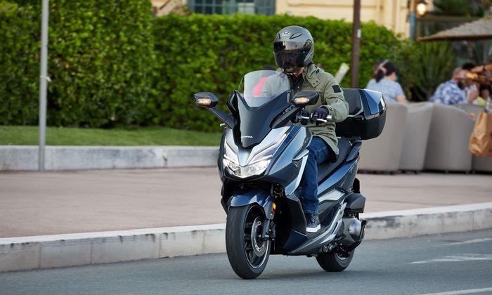 Forza 300: Mit Topcase um 500 Euro extra.