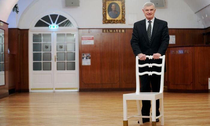 Thomas Schäfer-Elmayer feiert das 100-Jahr-Jubiläum seiner Tanzschule.