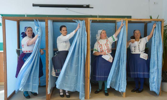 Vorhang auf für den Wahltag. Viktor Orbán könnte zum dritten Mal in Folge zum Regierungschef gewählt werden