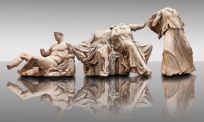 """Statuen vom Ostgiebel des Athener Parthenon: Es gilt als sicher, dass sie von Christen, die sie für """"dämonisch"""" hielten, verstümmelt wurden."""