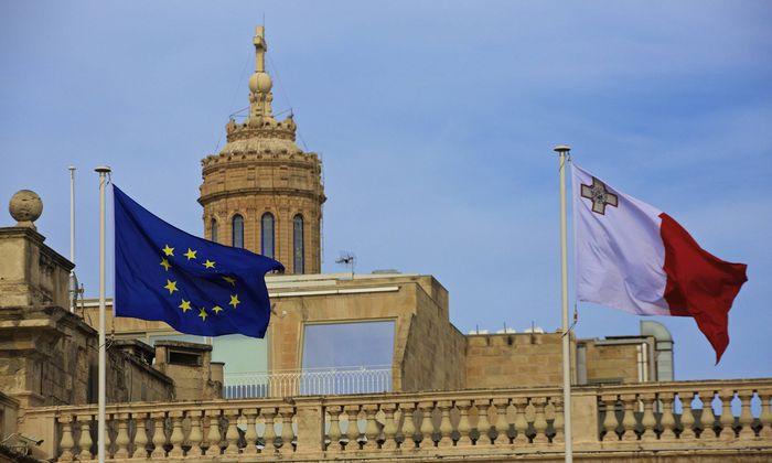 Malta vor dem EU Gipfel 170202 VALLETTA Feb 2 2017 EU flag and Malta flag are seen a day