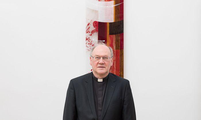 Bischof Alois Schwarz steht wegen dessen Nähe zu einer Mitarbeiterin in massiver Kritik