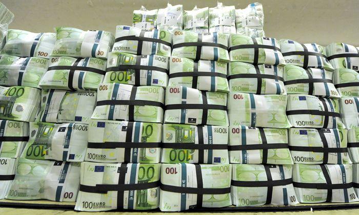 Budgetloch Wirtschaftsforscher erwartet Sparpaket