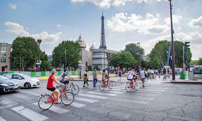 Paris muss zur Fahrradmetropole werden, das Stadtklima soll sich durch großzügige Begrünungsmaßnahmen nachhaltig zum Besseren verändern.