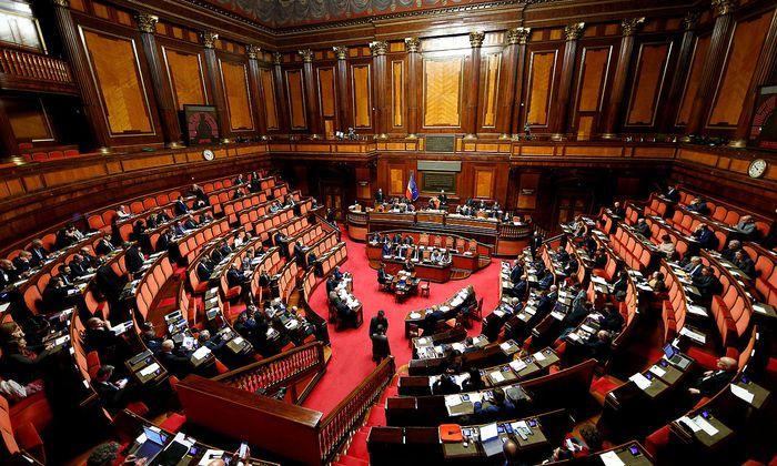Im italienischen Unterhaus wird derzeit über einen möglichen fliegenden Koalitionswechsel spekuliert - doch das Szenario dürfte nicht eintreten.