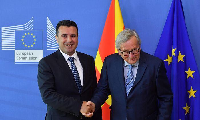 Zoran Zaev (links), Regierungschef von Nordmazedonien.