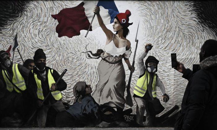 Links-rechte Revolutionäre: Street Art in Paris, mit Gelbwesten und Marianne, Symbol der Republik – und der Französischen Revolution.