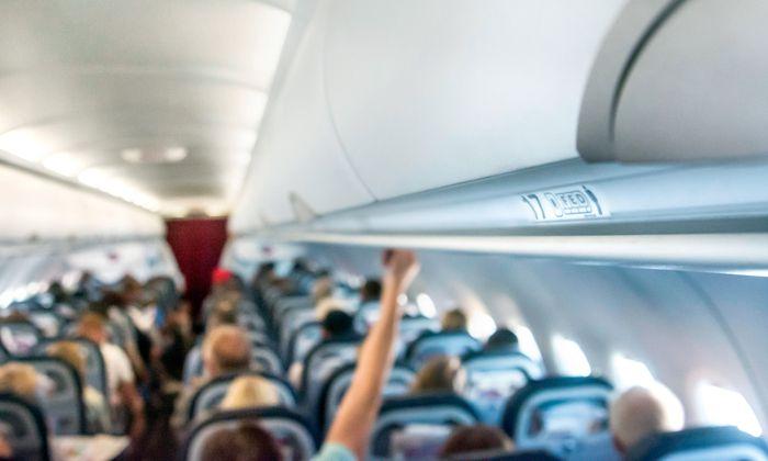 Das Konfliktpotenzial in einem Flieger ist groß: Seien es die Lehnen zwischen den Sitzen, sei es das mehrmalige Aufstehen. Olfaktorische Beeinträchtigungen sorgen für gröbere Brösel.