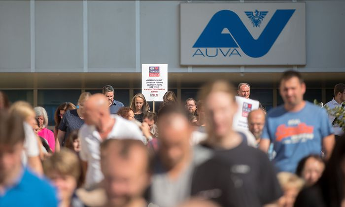 Während der Reformpräsentation übten die Belegschaftsvertreter am Vormittag bei der Betriebsversammlung der AUVA in Wien scharfe Kritik