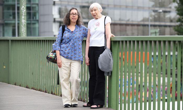 Filmemacherin Melissa Hacker (l.) und Eva Yachnes bei ihrem Besuch in Wien. Yachnes hat mit einem Kindertransport den Holocaust überlebt.