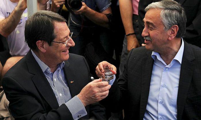 Mustafa Akinci und Nicos Anastasiades stoßen auf die Überwindung der Teilung an