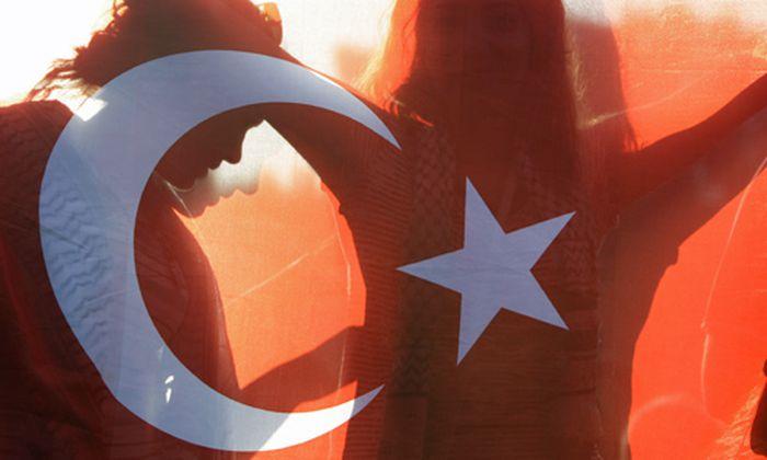 Umworbene Tuerkei Aufbruch Bosporus