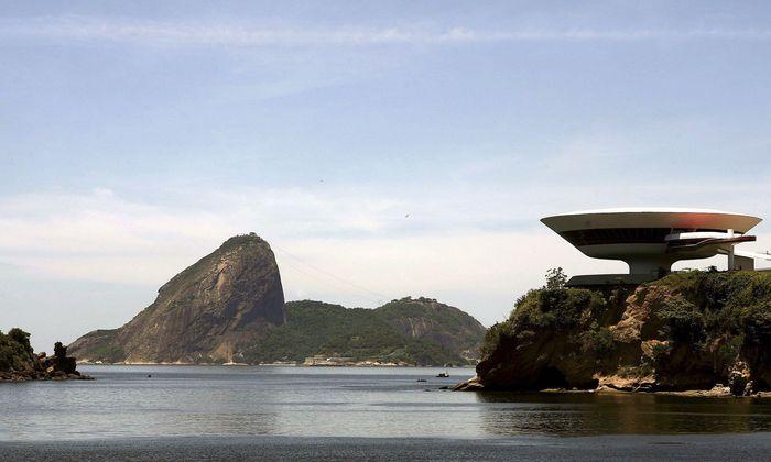 Museum für zeitgenössische Kunst (MAC) von Niterói, nahe Rio. 1996 nach Plänen von Oscar Niemeyer fertiggestellt.
